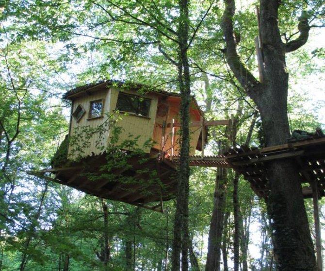 cabanes du bois clair h tels colodge. Black Bedroom Furniture Sets. Home Design Ideas