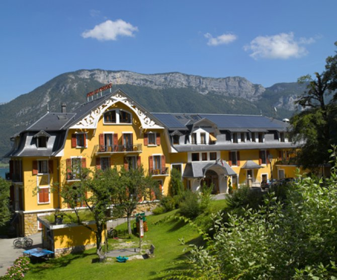 Les Trésoms Lake & Spa Resort