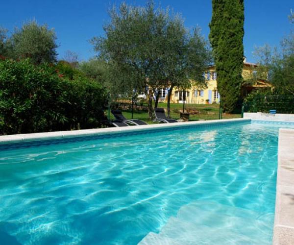 Carpe diem h tels colodge for Soleil piscine montauroux